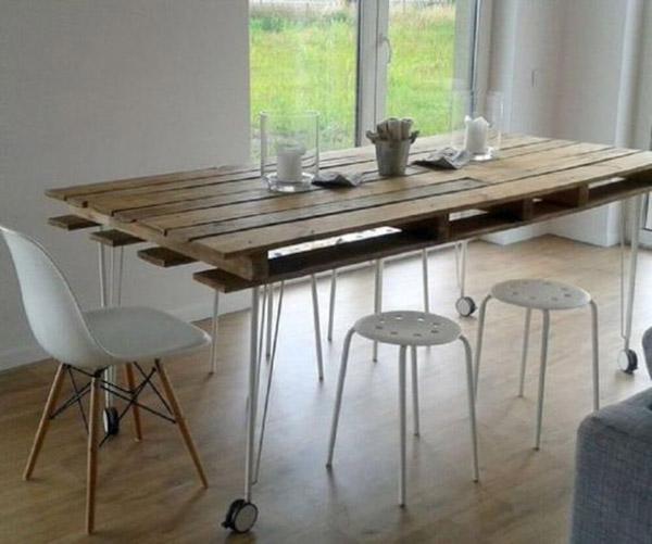 Mặt bàn làm từ gỗ pallet và chân Hairpin mảnh