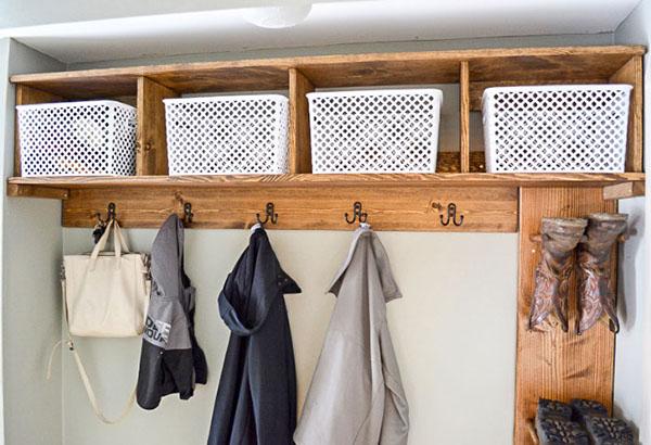 móc treo đồ tích hợp các ngăn chứa đồ và giá treo boots