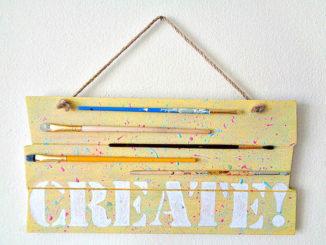 Và đây là chiếc bảng treo của phòng tuyệt vời của bạn!